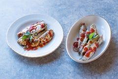 Rybia zakąski makrela, sardynka w Pomidorowym kumberlandzie i obraz royalty free