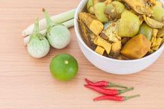 Rybich organów kwaśna polewka, Tajlandzki jedzenie w pucharze, Zdjęcie Stock