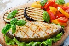 Rybiego stku piec na grillu warzywa Obraz Royalty Free