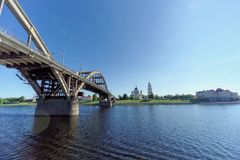 Rybinsk, Rússia - 3 de junho 2016 Ponte Railway sobre o Rio Volga Imagens de Stock