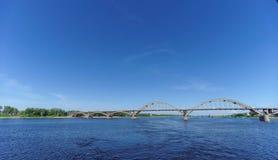Rybinsk, Rosja - Czerwiec 3 2016 Kolejowy most nad Volga rzeką Obrazy Stock