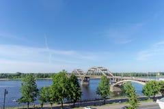 Rybinsk, Rosja - Czerwiec 3 2016 Kolejowy most nad Volga rzeką Zdjęcie Royalty Free