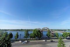 Rybinsk, Rosja - Czerwiec 3 2016 Kolejowy most nad Volga rzeką Zdjęcia Royalty Free