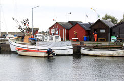 Rybołówstwo łodzie w Abbekas schronieniu, Południowy Szwecja obrazy stock