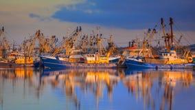 Rybołówstwo w Lauwersoog schronieniu zdjęcia stock