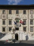Rycerza piazza Kwadratowy dei Cavalieri z Palazzo della Carovana i statuą Cosimo De ` Medici w centrum stary holuję Fotografia Stock
