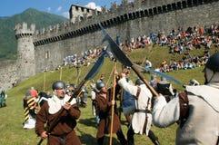 Rycerze w akci podczas rocznego Renesansowego festiwalu Obraz Royalty Free