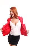 Rycka på axlarna den lyckliga kvinnan i red Arkivfoton