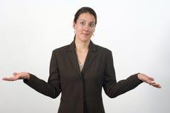 rycka på axlarna kvinnan Arkivfoto