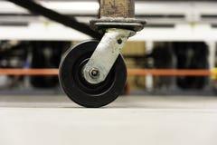Rycynowy - odlewnik toczy na fabrycznej warsztatowej pod?odze zdjęcia royalty free