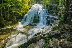 Ryczeć Biegać siklawy, Jefferson narodu las, Virginia, usa fotografia stock
