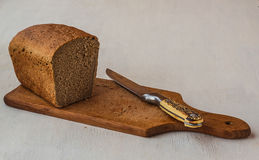 Rye bread on a cutting board Royalty Free Stock Photos