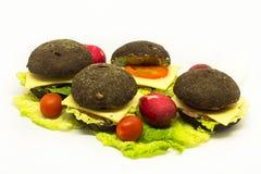Rye-Burger auf einem weißen Hintergrund Stockbild