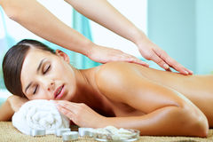 ryggrads- massage Arkivfoto