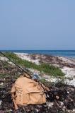 Ryggsäck för klipskt fiske med stången Royaltyfria Bilder