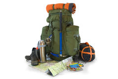 Ryggsäck med turist- utrustning på white Arkivfoton