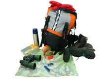 Ryggsäck med turist- utrustning som isoleras på white Arkivfoto