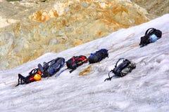 ryggsäckar som klättrar is Arkivfoton