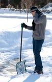 ryggvärk som skyfflar snow arkivbild