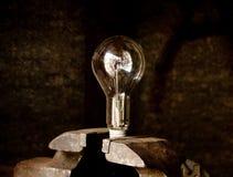 rymd lightbulbskruvstäd Arkivfoto