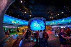 Rymdskepp för Disney världsEpcot mitt i morgon royaltyfri bild