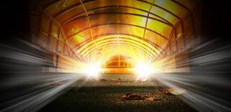 Rymdskeppkorridor Futuristisk tunnel med ljus Av tomt Sci Fi futuristiskt mörkt rum med ljus - blåa ljus arkivbilder