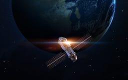 Rymdskepplansering in i utrymme Beståndsdelar av denna avbildar möblerat av NASA Arkivbilder