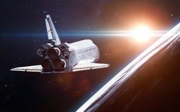 Rymdskepplansering in i utrymme Beståndsdelar av denna avbildar möblerat av NASA Royaltyfri Fotografi