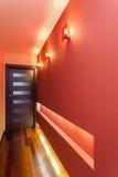 Rymlig lägenhet - korridor royaltyfria foton