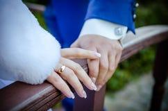 Rymma att gifta sig för händer Royaltyfri Bild