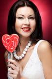 rymma den isolerade nätt vita kvinnan för lollypop ung Royaltyfria Foton