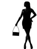 rymma den stilfulla väntande kvinnan för handväskasilhouette Arkivbilder