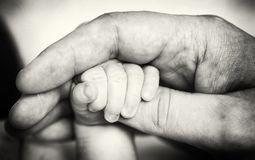 Rymma händer royaltyfria foton