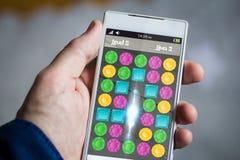 rymma spelar juvlar smartphonen Arkivbilder