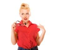 Rymmer den retro frisyren för den härliga flickan exponeringsglas isolerade Arkivfoton