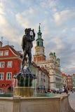 Rynek de Stary - viejo cuadrado con los edificios coloridos restaurados y fuente, ciudad de Poznán, Polonia, 19 En septiembre de  Foto de archivo