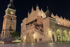 Rynek Glowny bis zum Nacht - Krakau, Polen, Hauptplatz Stockfotografie