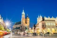 Rynek Glowny - der Hauptplatz von Krakau in Polen Stockbilder