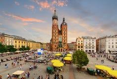 Rynek Glowny - główny plac Krakow w wieczór Zdjęcie Royalty Free