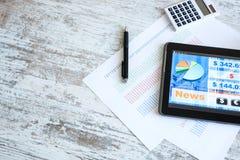 Rynek Papierów Wartościowych handluje app na pastylka pececie zdjęcie stock
