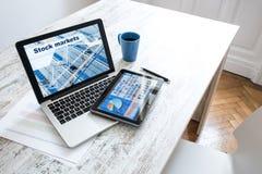 Rynek Papierów Wartościowych handluje app na pastylka pececie i laptopu pececie obraz royalty free
