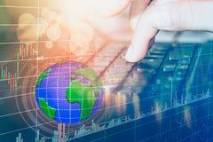 Rynek Papierów Wartościowych lub handlarski wykres candlestick i sporządzamy mapę stosownego dla pieniężnej inwestyci pojęcia Obrazy Royalty Free