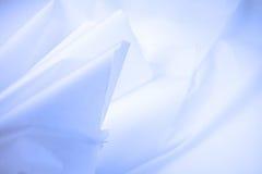 rynkat blått papper Arkivbild