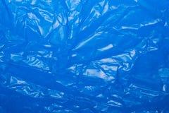 Rynkigt blått plast- ark för bakgrund eller text royaltyfri foto