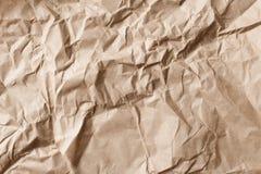 Rynkigt och skrynkligt kraft grått gammalt papper, textur och bakgrund royaltyfri fotografi