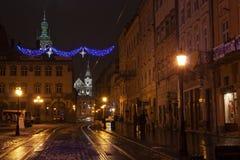 Rynok广场在与圣诞装饰的晚上 免版税库存图片