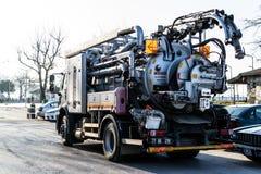 Rynsztokowa Cleaning ciężarówka W ulicie Cinarcik miasteczko - Turcja Obrazy Stock