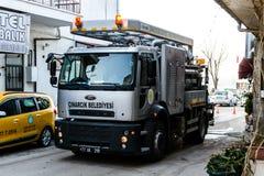 Rynsztokowa Cleaning ciężarówka W ulicie Cinarcik miasteczko - Turcja Obrazy Royalty Free
