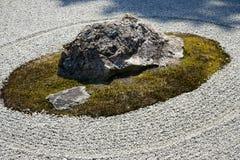 Ryoanji ` s著名假山花园一些块石头  库存图片
