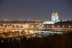Rysk akademi av vetenskaper på natten moscow Royaltyfri Bild